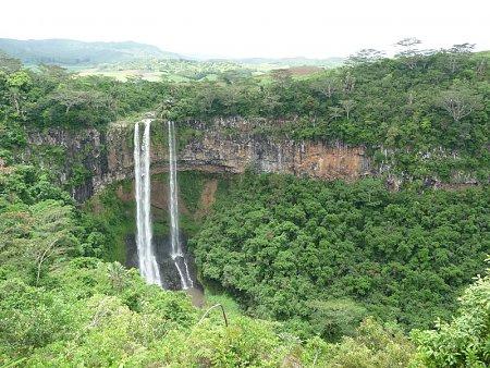 Kattints a képre a nagyításhoz  Cím:  Chamarel vízesés - Mauritius.jpg Megnézték: 1415 Méret:  288,0 KB Azonosító:  11