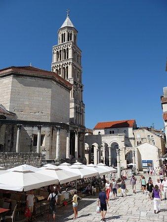 Kattints a képre a nagyításhoz  Cím:  Split - Szent Dujmo-székesegyház.jpg Megnézték: 1016 Méret:  187,8 KB Azonosító:  118
