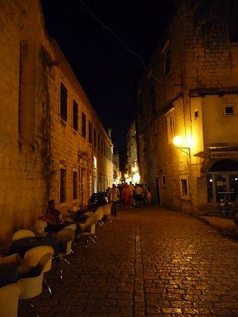 Kattints a képre a nagyításhoz  Cím:  Trogir - Éjszaka.jpg Megnézték: 1320 Méret:  161,5 KB Azonosító:  121