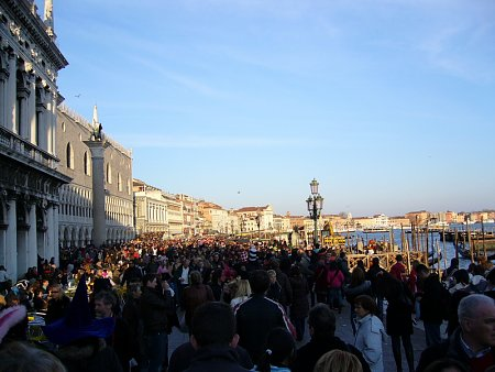 Kattints a képre a nagyításhoz  Cím:  Velence - Tengerpart.jpg Megnézték: 1435 Méret:  170,0 KB Azonosító:  26