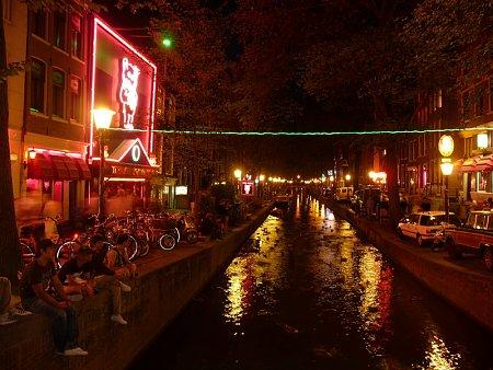 Kattints a képre a nagyításhoz  Cím:  Amszterdam - Piroslámpás negyed.jpg Megnézték: 1480 Méret:  227,9 KB Azonosító:  30