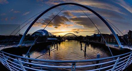 Kattints a képre a nagyításhoz  Cím:  Milleniumi-híd - Newcastle - Gateshead.jpg Megnézték: 3963 Méret:  74,7 KB Azonosító:  511