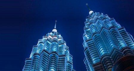 Kattints a képre a nagyításhoz  Cím:  Petronas-ikertorony - Kuala Lumpur - Malajzia.jpg Megnézték: 2600 Méret:  81,3 KB Azonosító:  864