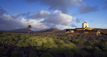 Kattints a képre a nagyításhoz  Cím:  Kanári-szigetek.jpg Megnézték: 3638 Méret:  78,9 KB Azonosító:  893