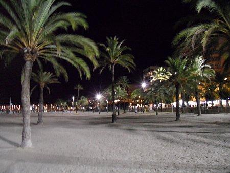 Kattints a képre a nagyításhoz  Cím:  a sétány este.JPG Megnézték: 608 Méret:  190,3 KB Azonosító:  978