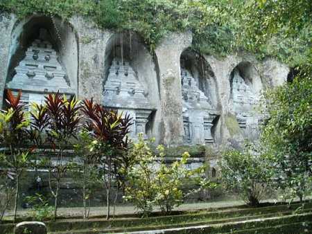 indonezia-gunung-kawi-templom-16-.jpg.JPG Megnézték: 368 Méret:  149,9 KB Azonosító:  1124