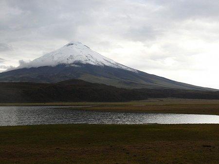 ecuador-es-galapagos-szigetek-tn_1vulkan-csucs.jpg