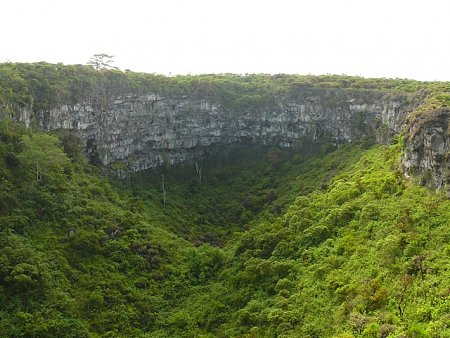 ecuador-es-galapagos-szigetek-tn_1sziklafal-2.jpg