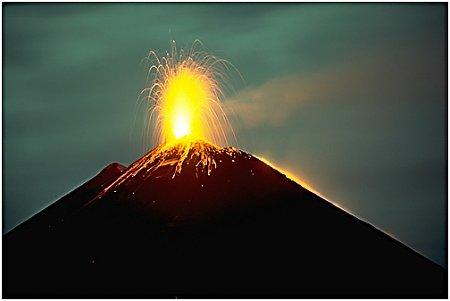 guatemala-guatemala-pacaya-vulkan-1.jpg