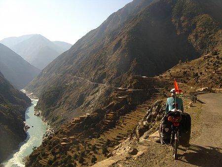 pakisztan-karakorum-highway-dasu-es-pattan-kozott.jpg