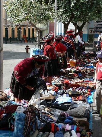 ecuador-es-galapagos-szigetek-tn_1teleki-piac.jpg