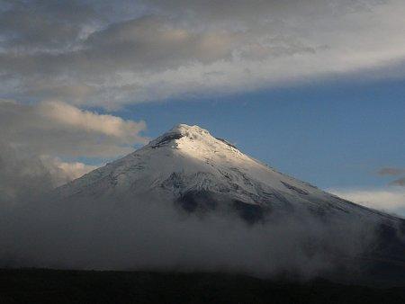 ecuador-es-galapagos-szigetek-tn_1vulkan-csucs-felhoben.jpg