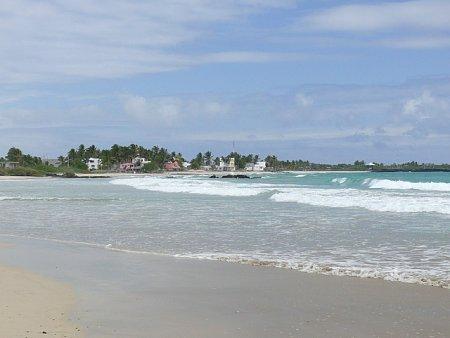 ecuador-es-galapagos-szigetek-tn_1tengerparti-hullamok.jpg