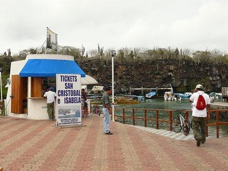 ecuador-es-galapagos-szigetek-tn_1galapagos-hajoallomas.jpg